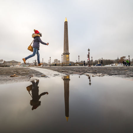 Courir Running Puddleography Reflection Puddle Obelisk Concorde Paris City Travel Outdoors Child Travel Destinations Vacations River Full Length Sport Architecture Skyscraper Cityscape Laowa 12mm People Laowa