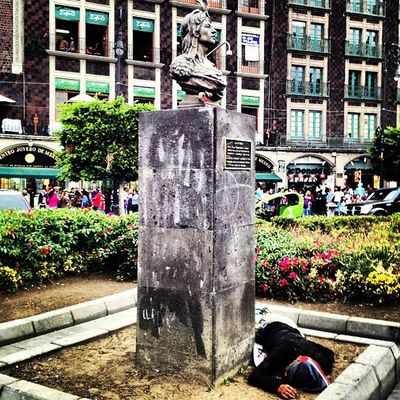 A los pies de Cuauhtemoc Igers Igersdf Landmark GF Gf_mexico Df Proyectodf Mexingers Mextagram Travel Traveler 4s Iphoto Iphonesia Igersmty Igersgdl Allshots Picoftheday Centro Downtown