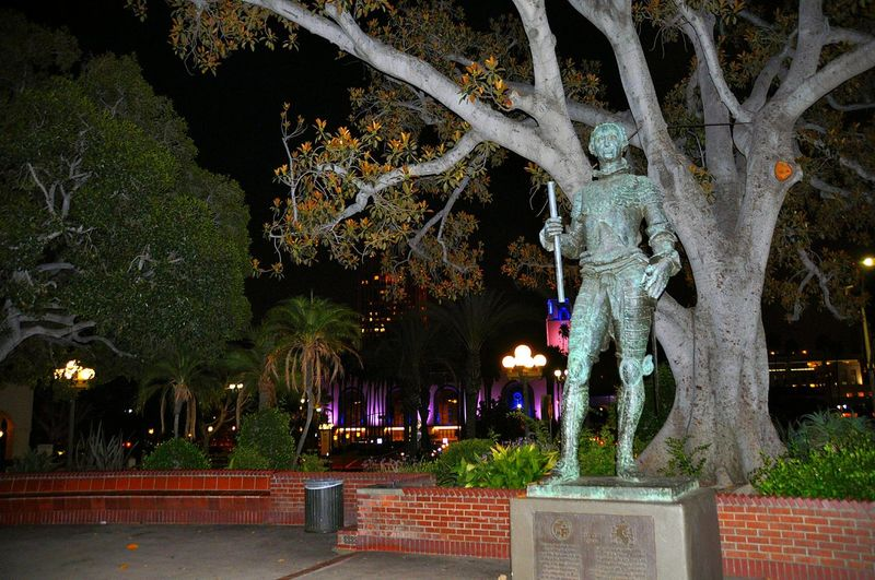 Downtown Los Ángeles Downtown LA History Statue Historic Site Colorful Los Angeles History Trees Night Photography Night Lights Electric Lights Dark Light City City Park Historic Figure Subway Station Purple Green Bricks Plants Old Architecture Wood Leaves