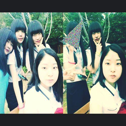 Friendship Blue_shirt_is_me Graduate_photo High_school_student ㅠㅠ 이제 곧 졸업이라니!
