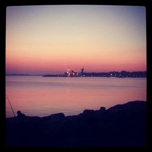 Worldbestgram Gunbatimi Sunset Akşam Evening Istanbul Istanbuldasonbahar Citcitcekirdek Gunesvedeniz Arkadaslar Friends Instamood Instagood Shotoftheday Photooftheday Bugununkaresi Tuzlasahil Tuzla Fisherman Baliktutanadam Sonbahar Bd_turkey