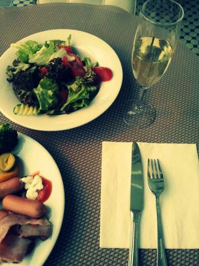 how about breakfast and shampaign Elefant Wellton Shampaign Breakfast Salad