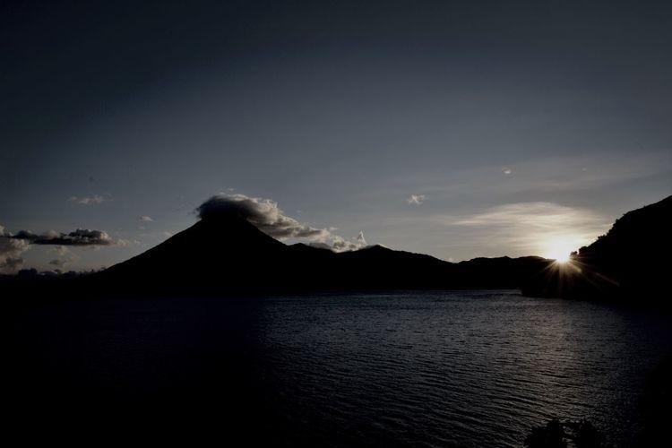 Volcano Volcán Lake Lago