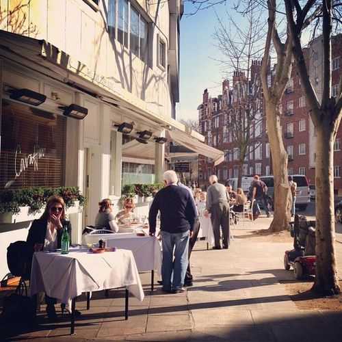 Lunch outside ???? #thisislondon ?#alan_in_london #chelsea #contestgram #gang_family #gf_daily #gf_uk #insta_uk #insta_london #jj #london_only #london #londonpop #restaurant #streetphoto #shootermag London_only Gf_uk Alan_in_london Insta_london Streetphoto Thisislondon London Restaurant Chelsea Shootermag Gang_family Gf_daily Jj  Contestgram Londonpop Insta_uk