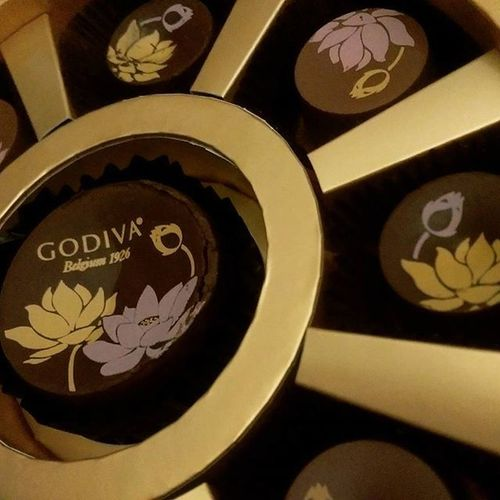 Very excited for some Limitededition Godivachocolate until I realised they're special Mooncake flavours. Blacktea Matcha Foodwat Passmethequalitystreet Iwantacaramelkeg Midautumnfestival Gross