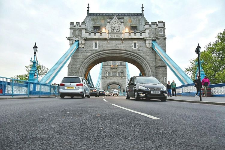 Car Arch Transportation Travel Destinations Architecture City Street Triumphal Arch Day History Mode Of Transport Travel Built Structure Outdoors City Sky People Politics And Government Traveling Traffic Towerbridge Street