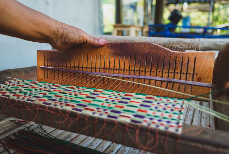 Cropped hand weaving loom