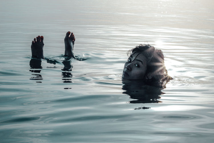 A woman in the deep blue sea Alone Chilling Chilling ✌ Diving Life NOMAD Woman Blue Chillax Day Introvert Introverted Lifestyles Mysterious Mystery Nature Nomadic Ocean Outdoors Sea Sinking Solitude Swimming Vintage Water