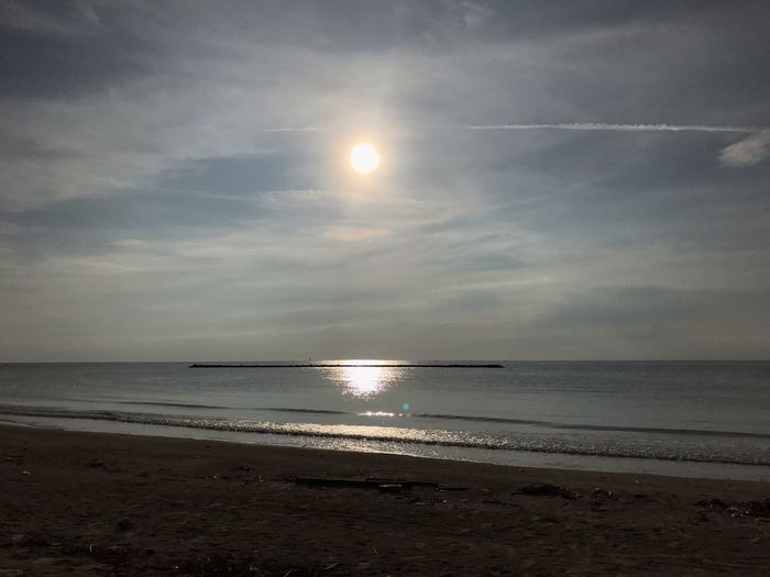 ความเหงา Alone ชายหาด ทะเล Bech Sea Sea Water Sky Beach Horizon Over Water Scenics - Nature Beauty In Nature Cloud - Sky Nature