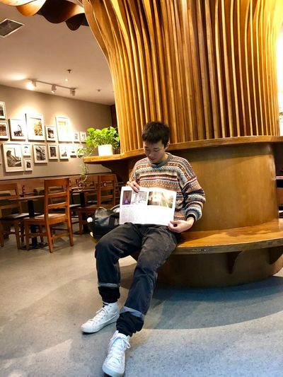 2018-11-30 One Person Sitting Full Length Casual Clothing Seat Real People Men