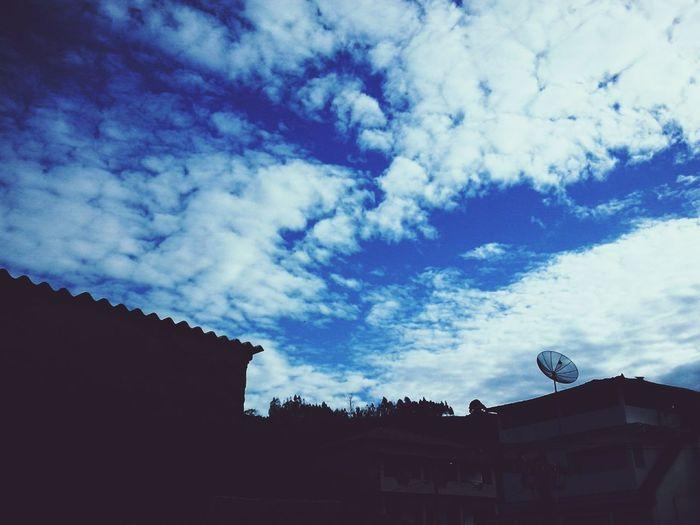 O céu de Ícaro tem mais poesia que o de Galileu.
