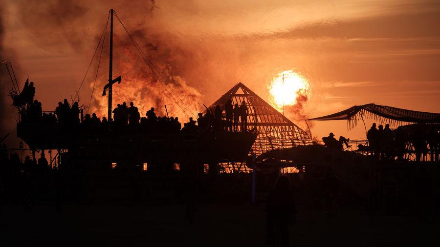 BM2016 Pyramids burning while the sun is rising Art Artist ArtWork BM BM2016 Boat Boats Burning Burning Sky BurningMan2016 BurningManFestival Desert Deserts Around The World Firehadows & lights] firePyramiddPyramidssShippShipssSkyySmokeeSoleil CouchanttSunriseeSunsettEyeEmNewHeree