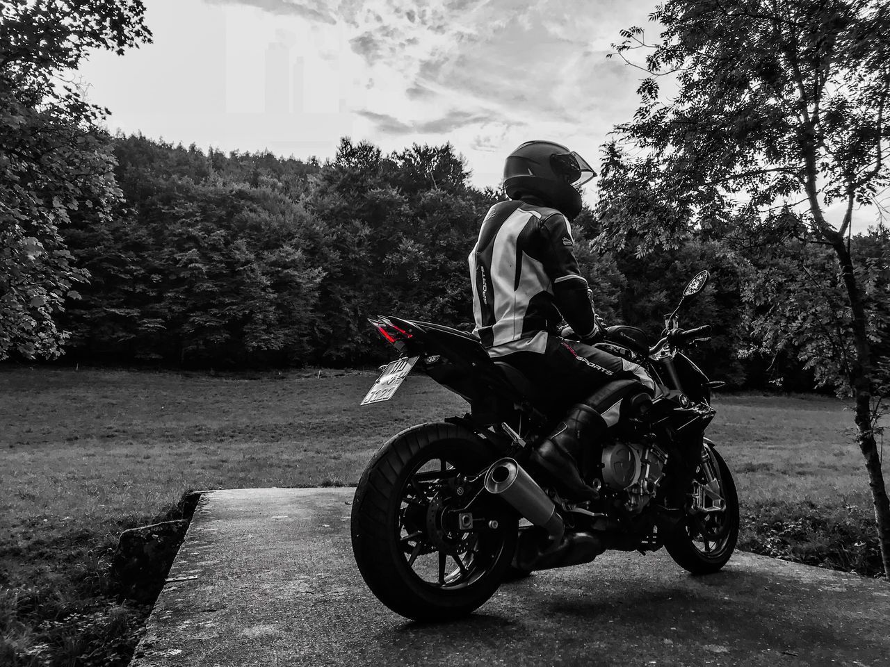 transportation, mode of transportation, helmet, motorcycle, one person, tree, plant, real people, land vehicle, riding, ride, nature, headwear, day, full length, lifestyles, leisure activity, sports helmet, men, biker, crash helmet, outdoors