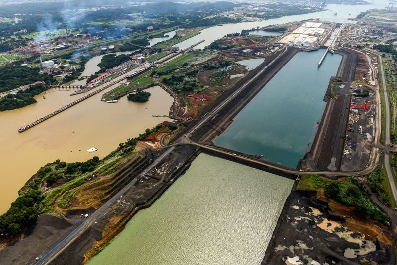 Con esta toma aérea del Canal y su ampliación te digo #FelicidadesPanama The Panama Canal, Panamá / © Aaron Sosa www.aaronsosaphotography.com www.aaronsosablog.com Check This Out Taking Photos Enjoying Life Fotografia Assignments Photography Foto Light And Shadow Light Panamá Panama City Canaldepamama PanamaCanal Ampliaciondelcanal Canalampliado
