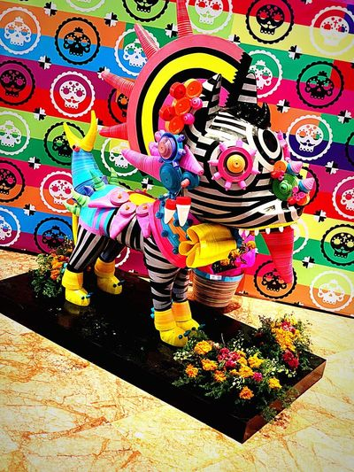 "Folclore del Día de muertos ""Alebirjie"" Epic Colours Colores Alebrije Mexico Multi Colored Art And Craft Creativity Pattern No People Graffiti Indoors  Day Human Representation Decoration Floral Pattern"