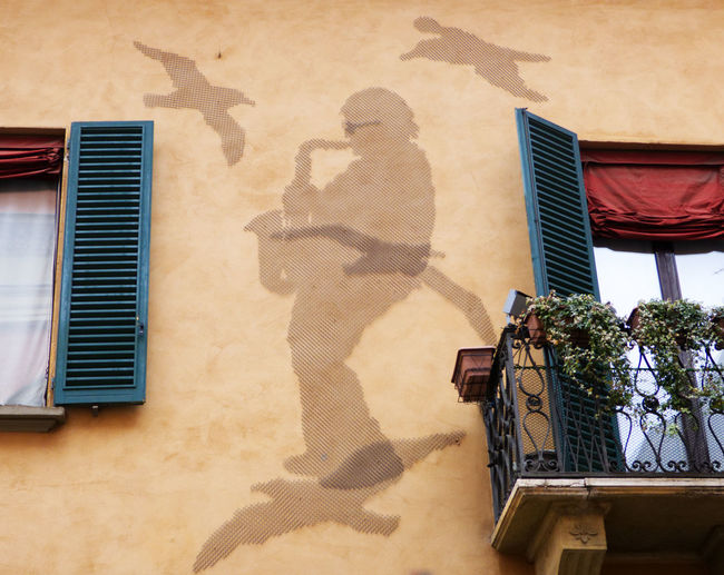 In memory of Lucio Dalla, famous italian singer, silhouette made with nails on the wall of his house in Bologna Lucio Dalla Italian Singer Architecture Shadow Built Structure Building Exterior Sunlight Building Nature Real People Window Plant Day People House Lifestyles Men Leisure Activity Outdoors Residential District Potted Plant Musician Singer/Song Writer Artist
