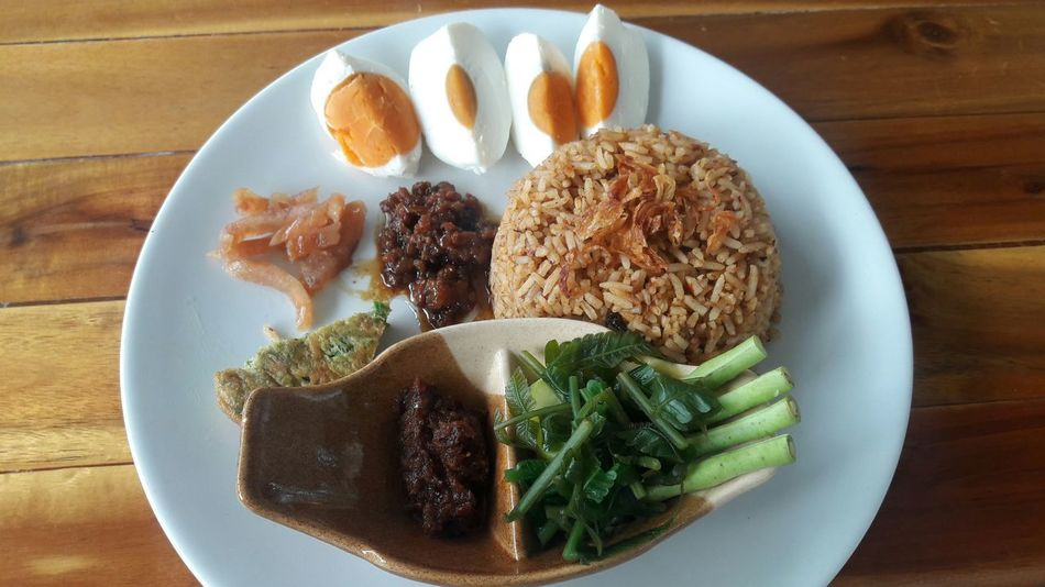 Lunch Food Thaifoods Thailand Dilicious ข้าวผัดน้ำพริกลงเรือ EyeEm Selects Plate Table High Angle View Close-up Sweet Food Food And Drink Food Styling