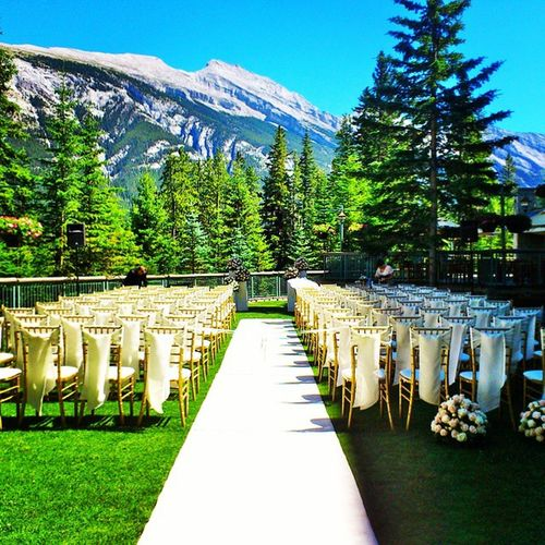 When the backdrop of the aisle looks like this, who wouldn't want to get married? Travel Vacation Nature Banff  rockies fairmont ladd00 wedding canada explorecanada travelcanada ab alberta explorealberta