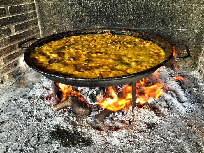 Food Heat - Temperature Food And Drink Flame No People High Angle View Burning Close-up Freshness Spanish Food Spanish Gastronomy Paella De Conejo Y Caracoles Paella A La Leña Cooking Utensil Skillet- Cooking Pan Healthy Eating Cast Iron Day Visual Feast