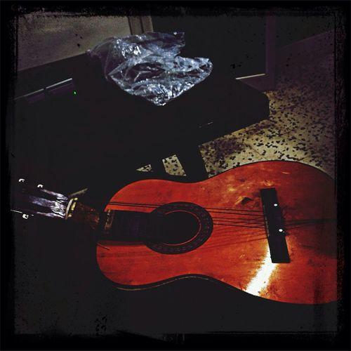 Mini gitar. Heheheheheheh