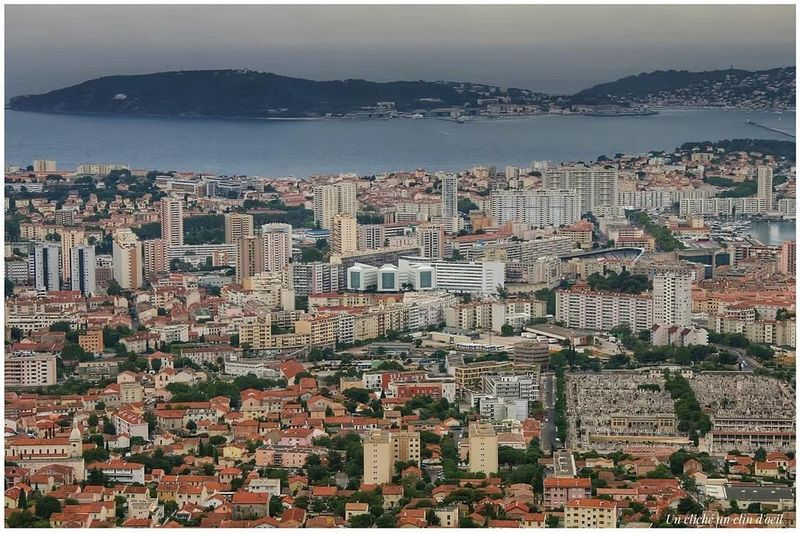 ville de Toulon photo prise du Mont Farron Toulon Unclicheunclindoeil EyeEm Best Shots EyeEmNewHere EyeEm Cityscape City Aerial View Skyscraper Outdoors Architecture No People Water Sea Sky Scenics Horizon Over Water Urban Skyline Shades Of Winter Mobility In Mega Cities Stories From The City