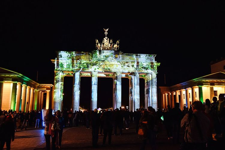 Wenn die Nacht kommt Night Architecture Travel Destinations Tourist Brandenburg Gate Germany Berlin Colors Berlinleuchtet