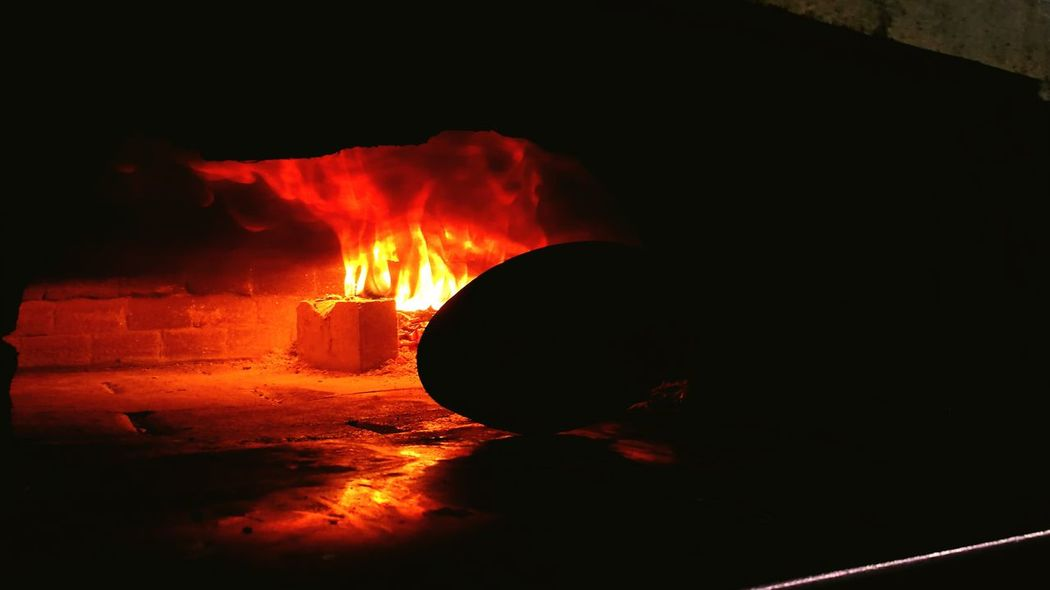 Built Structure Dark Tunnel No People Diminishing Perspective Legna Forno A Legna Italiandoitbetter Arch Italian Food Italy Pizzeria Work Wood Fireplace Fire Pizza Non-urban Scene Indoors  Scenics Working Personal Perspective Food And Drink Food Styling Selective Focus