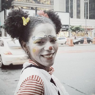 """""""Olha o público Cansado de esperar O espetáculo não Pode parar"""" Vscocam Saltimbancos Palhaço Clouds SãoPaulo24hrs Portrait"""