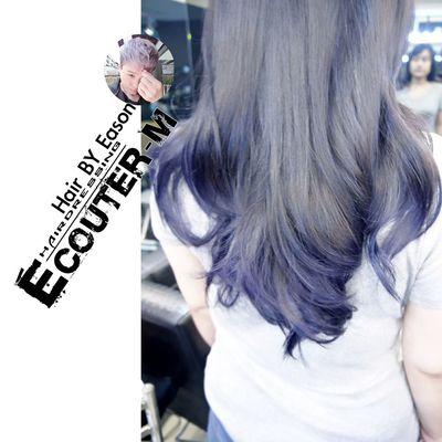(#EasonHairstylists ) 【深色也可以這樣質感好看】 深色可以讓頭髮光澤更好 需要髮尾原本是淺色底,在現場看是否髮尾漂髮~ 髮根是霧面咖啡紫灰 Ps.👉需要現場溝通💞 不是現場看到頭髮是不能夠了解更多喔!🍭 👉加上光線感覺的碰撞👈好Macth ✔漂髮不一定 COLOR ➡️ 漂髮不一定➡️一定加 #olaplex 強韌頭髮彈性 直接點 ↪ EasonHairstylists @EasonHairstylists @newkireifish @CLEartist ✴秘密矯色護色洗髮精,👍(好用不貴,護色又保持顏色) ✴抗氧化只要擦瑪卡油+sd觸感調理素 使用(交換使用) 👑潤澤瑪卡油噴霧加強亮度 👑每月需要回來維護護髮維持顏色光澤 👥任何產品網路訂購免運費⤵ 不要折扣就不要輸入【Eason】代號⤵ ▶優惠️需要教學輸入代號【Eason】購物這裡會教⤵ http://easonjen.pixnet.net/blog/post/198240480 ▶️洗髮精這裡買⤵ http://ecouterhair.com/online-shop/ 線上直接預約LINE ID: EEASON 問價錢找她就對👉 0963599112 Olaplex #beauty #Beautiful #day #Eastern #gray #popular #Fondleadmiringly #popular #color #dye #hair #Bleachinghair #ecouter Taipi Handsome