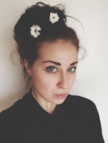 Hi..was gibt es schöneres als Blumen im Haar....:)
