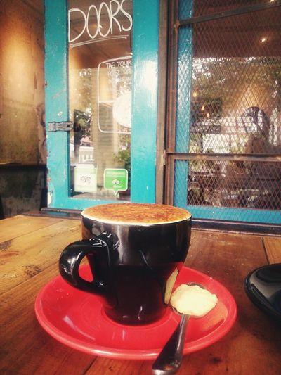 good coffee with good friends always makes me feel good.. Coffee Coffee Break Coffee Lover Crème Brûlée Capuccino Coffee Shop Cozycorner Caffeine
