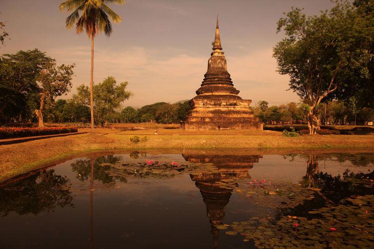 ASIA Southeastasia Thailand Sukhothai Travel City Town Temple Wat Ruin Landmark Old Sukhothai Mahathat Mahathat Temple Architacture Historical Park Phra Mahathat Wat Mahathat Stupa Landscpae Nature