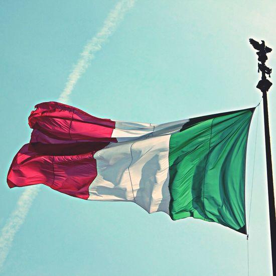 Bandiera Italiana Sventola Cielo 🇮🇹 First Eyeem Photo