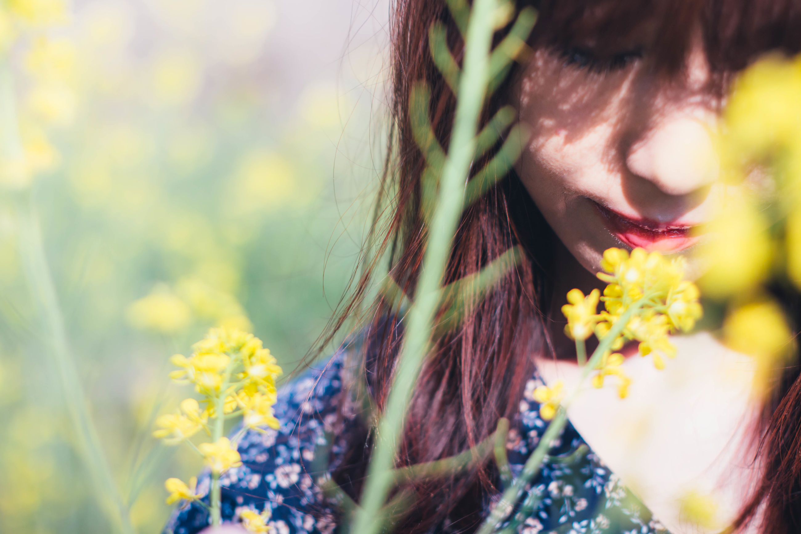 flower, real people, nature, growth, plant, agriculture, one person, field, lifestyles, freshness, outdoors, young women, close-up, flower head, young adult, beautiful woman, rural scene, day, beauty in nature, adult