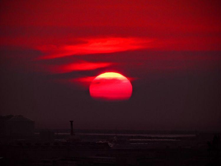 本当に夕陽に言葉は要らない 💕💕💕💕💕 この時期 貴重な晴れ間の昨日の夕陽でごめんなさい(^-^; Sunset Sunset Love Beauty In Nature EyeEm Nature Lover EyeEm Best Shots EyeEmBestPics Eyeemphotography Emyem Best Fotoshoot EyeEm Gallery Mytown Kokurakitaku Kitakyusyu Fukuoka Japan