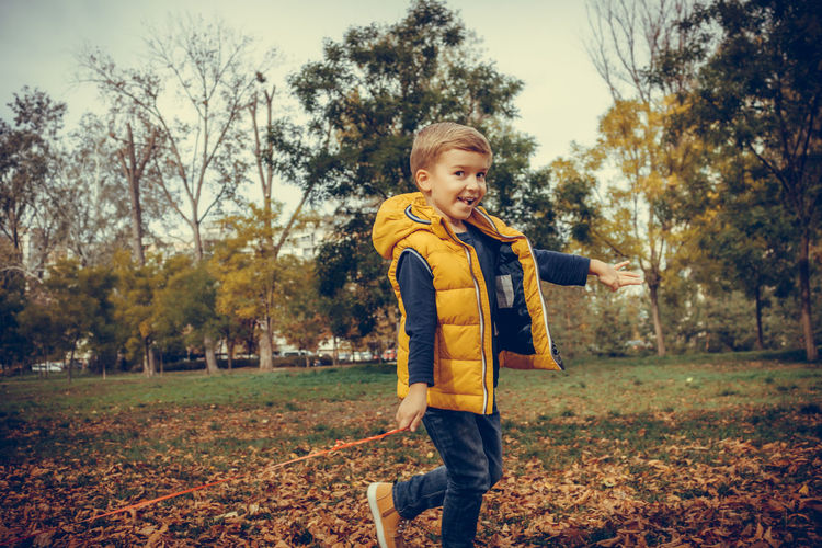 Childhood Child Casual Clothing Real People Autumn Nature Boys One Person Males  Leisure Activity Innocence Outdoors Day Kid Cute Happiness Playing Playful Carefree Park - Man Made Space Leaf Children Only Blond Hair