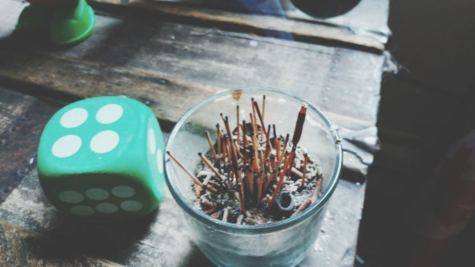 High Angle View No People Table Indoors  Day Close-up BYOPaper! Encens Incense Incense Sticks Incensestick Dice Dices Filter Everyday Life Swag Tranquility Boho Bohemian Bohemianlifestyle Eyeemfilter Nice Shot Indoors  Interieur Style Investing In Quality Of Life