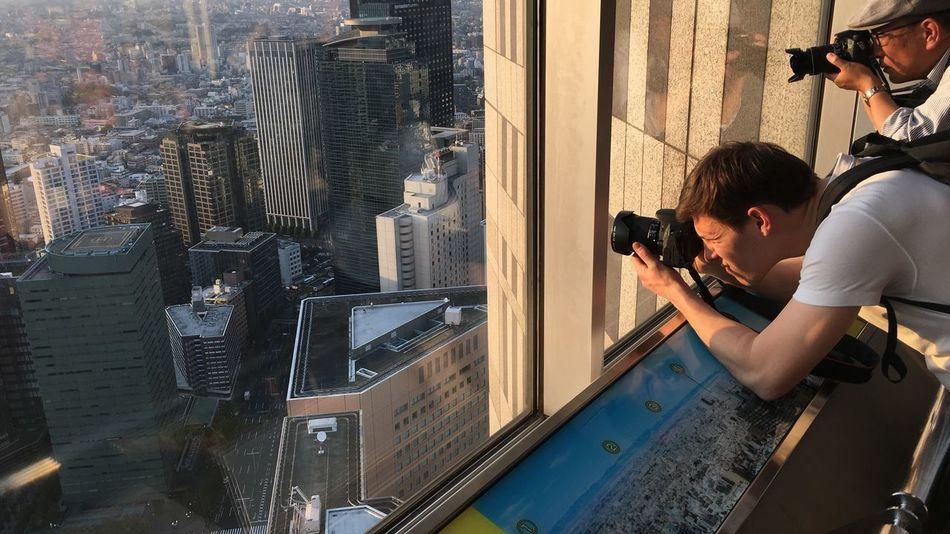 夕陽を撮る人たちに、国境線は無い。 Sunset City View  Cityscapes No Standard World Tokyo Days IPhoneography Tokyo Street Photography 休日出勤 I Hope Everyone Of You Have A Great Weekend Tokyo Tokyo,Japan