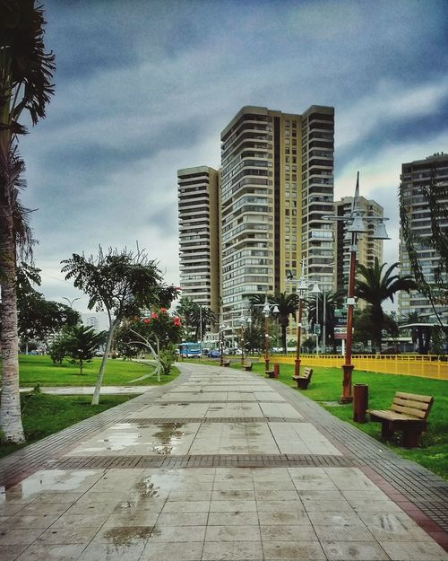Architecture City Building Exterior Built Structure Outdoors Cloud - Sky Sky Cityscape The Street Photographer - 2017 EyeEm Awards Iquique Chile  Iquique Taking Photos Urban Lifestyle Relaxing EyeEm Selects