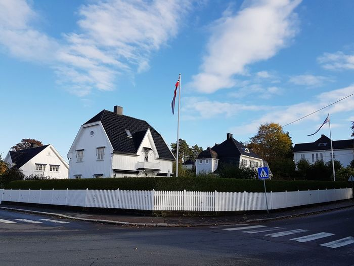 House in front of the Viking Museum, in Bigdøy, Oslo Norway Oslo Noruega Norge Norway Norsk Scandinavia Houses Trees Flowers,Plants & Garden Bigdøy Frogner Sunny Day Sunny Autumn Roof Patriotism Sky Architecture Building Exterior National Flag Residential Structure