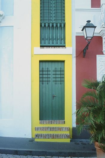 Yellow street light by building