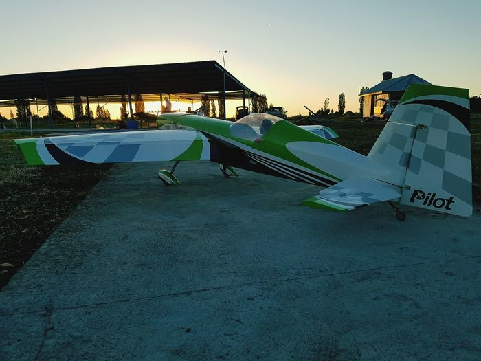 Extra 330SC Hobbies Spektrum Pilot Relax Campo Pista 330sc Extra Avion Aeromodelismo Club Relaxing Piloto Atardecer Sol Outdoors People Sky Nature Day Oil Pump