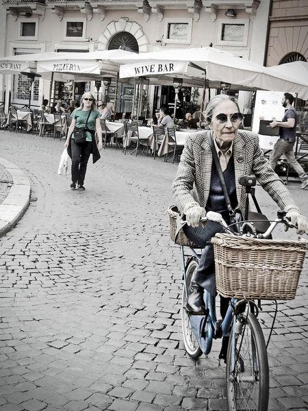 """Old youth"" - Roma Streetphotography Roma Italy Funny Pics"