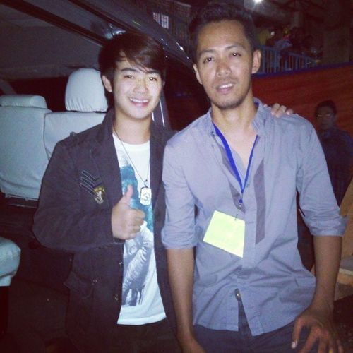 Anyone knows this guy? He was with Juan Karlos last night. Sanjuan Bugwas JuanKarlos Thevoicekids thevoice