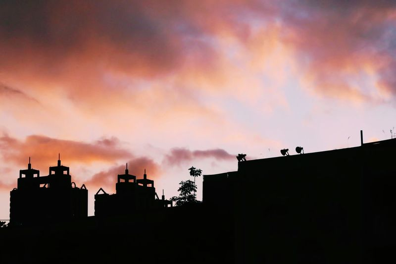 Amazing. Taiwan Canon Evening Sky VSCO Pink Sunset Pinksky Sun Sunset Outdoors Photographer Lifestyles City Life Purple Taipei Buildings Building Vscocam CityWalk Suny Taipei Life NewTaipeiCity
