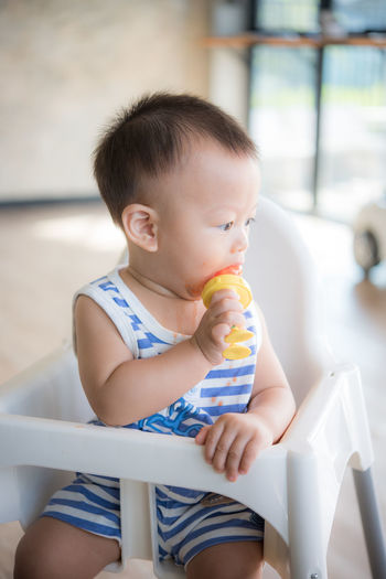 Child Childhood Innocence One Person Real People Baby Cute Babyhood Sitting Indoors  Young Lifestyles Toddler  Holding Looking Casual Clothing Front View Eating