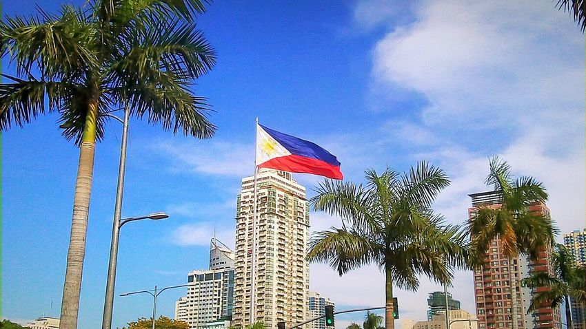 Philippines Flag Day Outdoors Low Angle View Eyeem Philippines Mobilephotographyphilippines Mobilephotography Snoworld.one/bestshot Sky Tree Creative Commons CC BY-SA CC BY-SA 4.0 Snoworld.one/cc