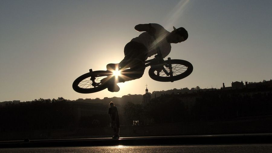 A cyclist. Backlighting Bicycle Bmx  Guillotière Leisure Activity Lyon No Edit/no Filter Real People Riding