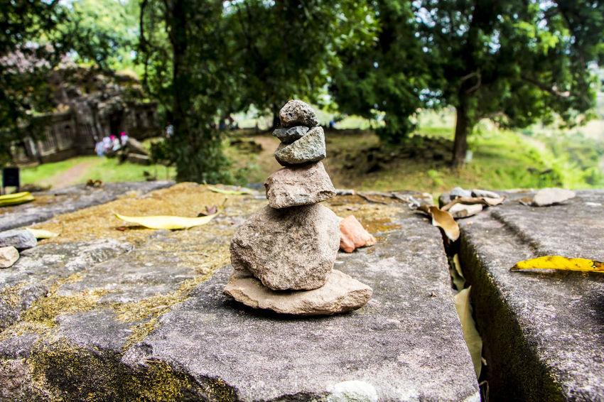 ก้อนหิน ประสาทหิน ลาวใต้ หินขัด หินชายหาด