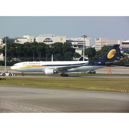 Hello baby. Planespotting Changiairport Jet Airbus a330 @fansofchangi